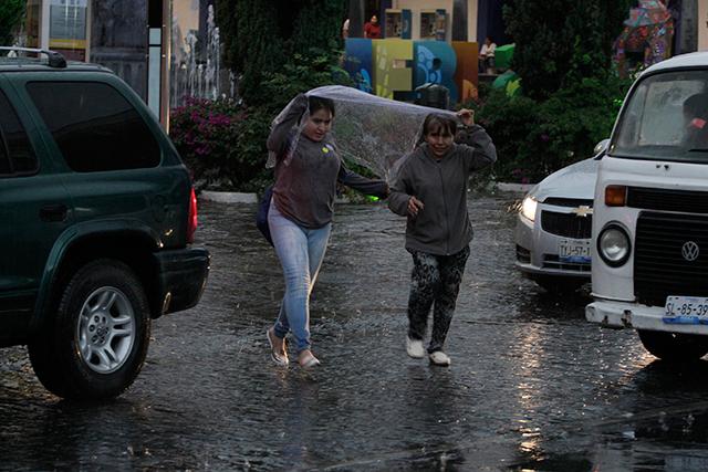 Más aguaceros y granizo prevén para Puebla esta noche