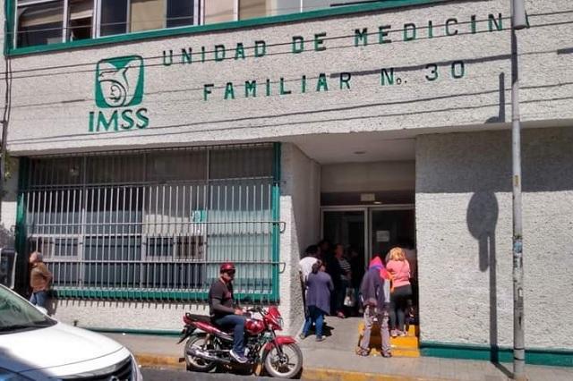 En clínica 30 del IMSS en Tehuacán piden vacuna contra Covid-19