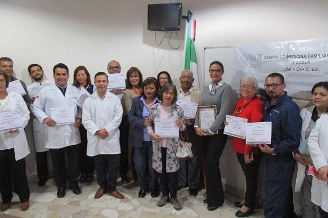 Derechohabientes de Issste Puebla dejan de fumar gracias a Clínica
