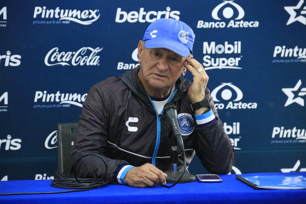 Cesan al Ojitos Meza como director técnico del Puebla