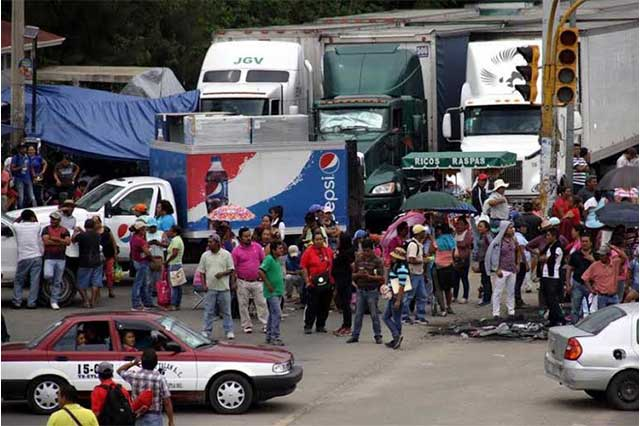 Empresarios demandarán a la CNTE por daño a sus negocios