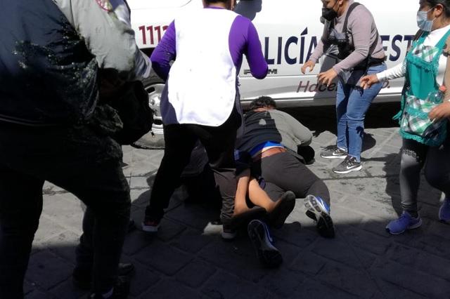 Coapeñas y el ayuntamiento de Tehuacán se enfrentan a golpes