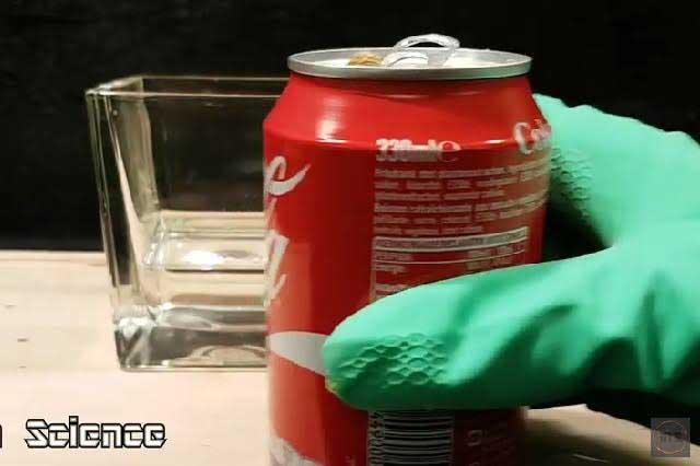 ¿Te atreves a ver cómo reacciona tu estómago con una Coca Cola?