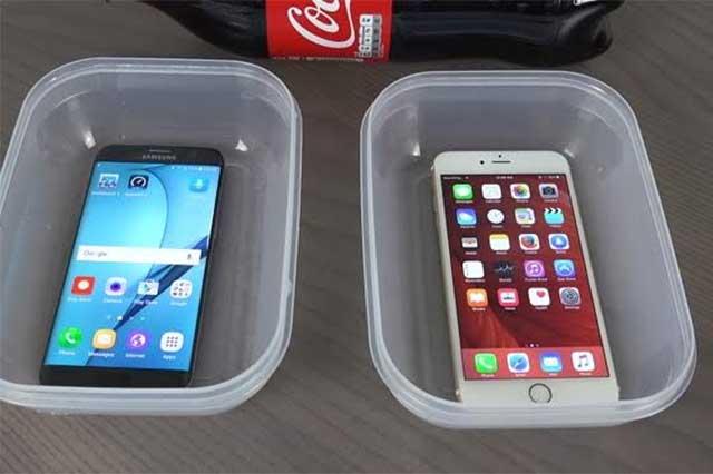 Video: Sumergen en Coca Cola y congelan un iPhone 6S y un Samsung Galaxy S7