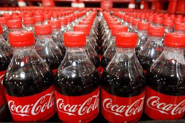 Halla rata dentro de una Coca Cola y lo transmite en Facebook Live