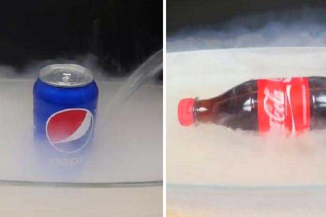 Youtuber pone en nitrógeno líquido botella de Coca Cola y lata Pepsi