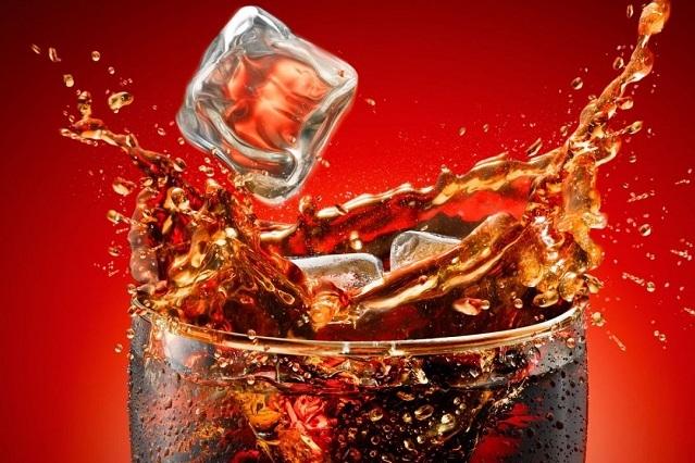 Los daños que causa la Coca Cola a tu cuerpo en un breve video