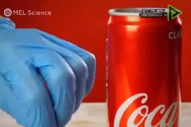 ¿Qué pasa si disuelves la lata de aluminio de una Coca Cola?