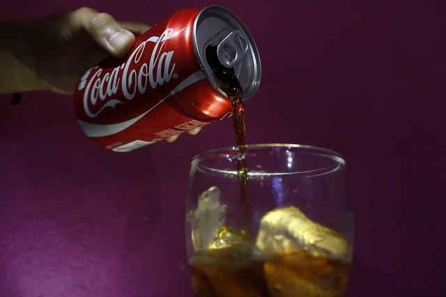 Video: Vaso de Coca Cola da positivo a coronavirus