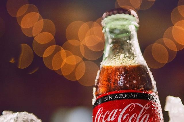 Coca Cola quita su publicidad de Facebook y redes sociales