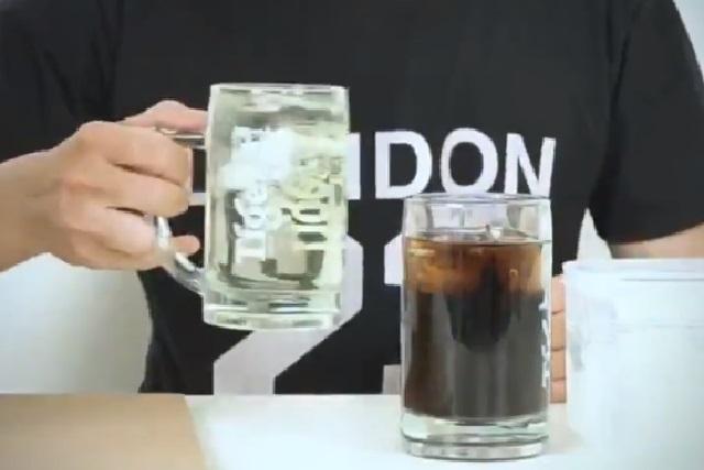 Video viral: ¿Cómo hacer que la Coca Cola sea transparente?