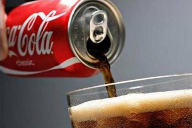 Mujer tomó 30 latas de Coca Cola al día por 20 años y esto le ocurrió