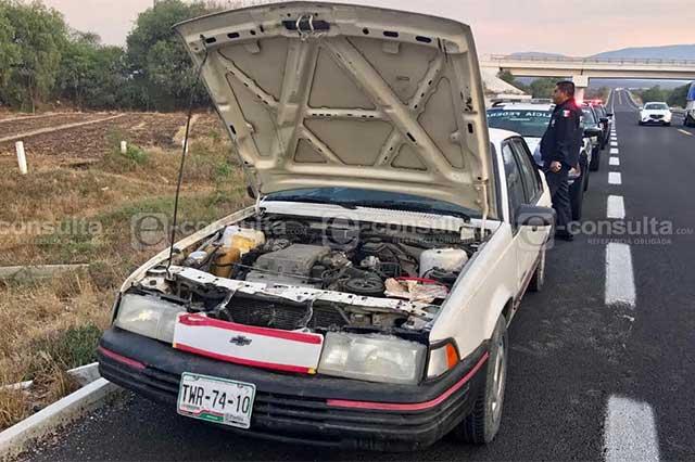 Abandonan automóvil con 450 litros de gasolina en Tehuacán