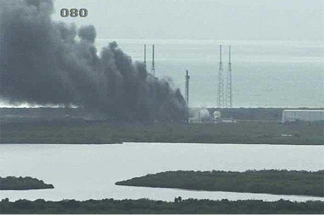 Durante pruebas de lanzamiento, explota un cohete Falcon 9 en Cabo Cañaveral