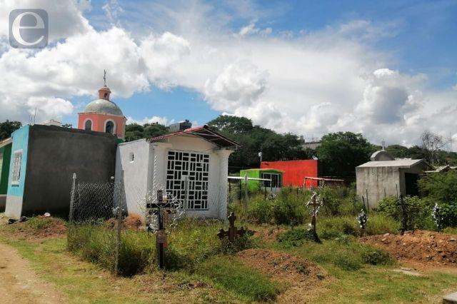 Colapso en panteones de Acatlán se agudiza con la pandemia