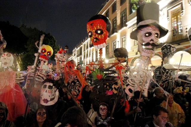 Entre colores, música y catrinas realizan el octavo Desfile de Calaveras