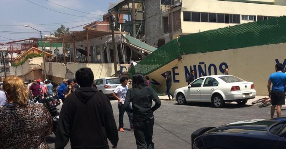 Rescatan cuerpo de mujer en el colegio Enrique Rébsamen