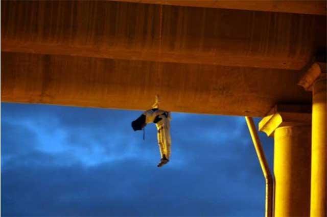 Cuelgan el cadáver de un hombre en puente vehicular del DF