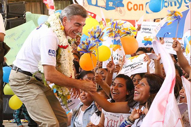 Gali ofrece trabajar por la población  indígena de Felipe Ángeles