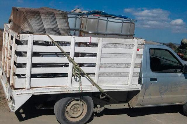 Aseguran 4 camionetas con más de 7 mil litros de combustible