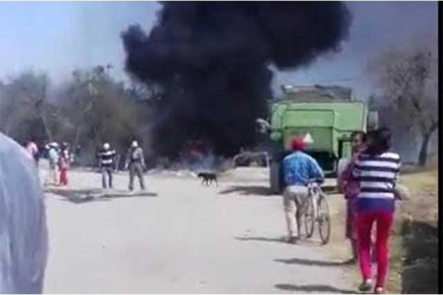 Explota bodega que guardaba combustible ilícito en Acajete