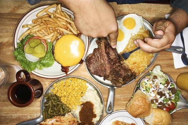 ¿Eres un comedor compulsivo? Mira los riesgos que corres
