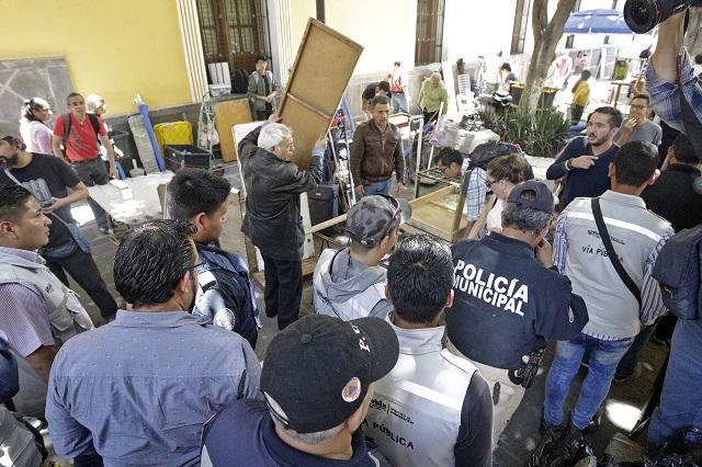 Pelean por puestos de venta en callejón John Lennon, de Puebla