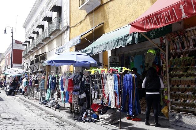 Regresan y amplían ambulantes área de venta en calles de Puebla