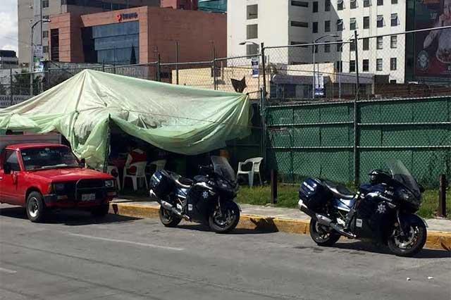 Denuncian comercio informal y policías municipales resultan clientes