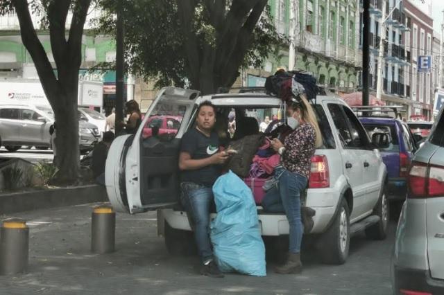 Comercio informal por internet hace entregas en el Paseo Bravo