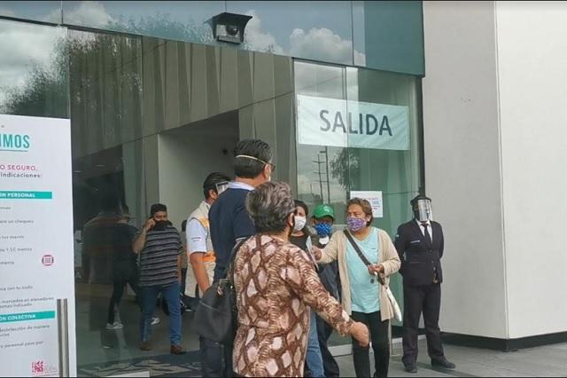 Negocios cierran en domingo y poblanos insisten en ir a plazas