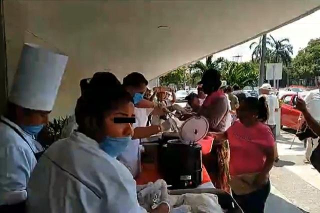 Comercios de Acapulco regalan comida durante cuarentena