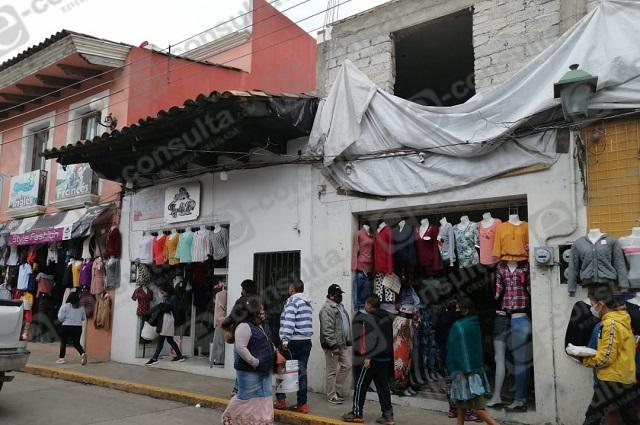 En Zacapoaxtla olvidan cuarentena y salen de compras