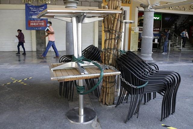 Crisis obliga a restaurantes poblanos a vender mobiliario