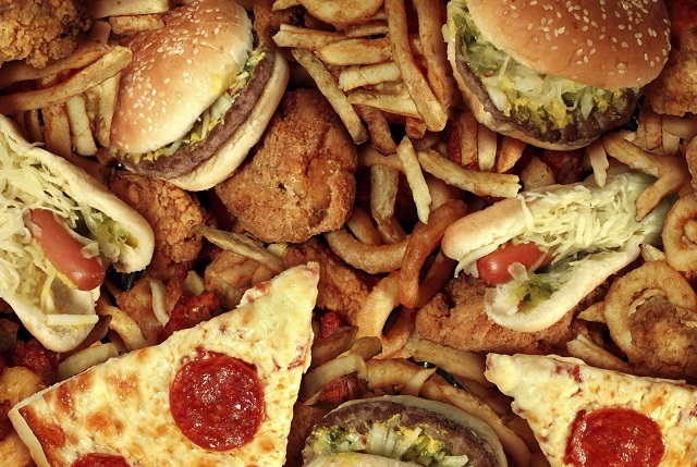 ¿Por qué consumimos comida chatarra y refrescos?