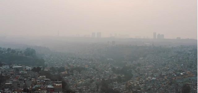 Activistas exigen en Palacio Nacional mejorar la calidad del aire de la CDMX