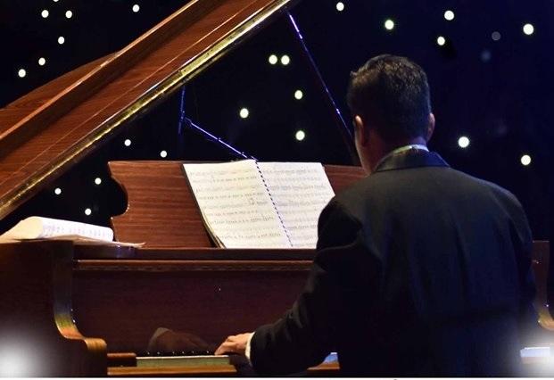 El Caballero del Piano da concierto para ayudar a niños con cáncer