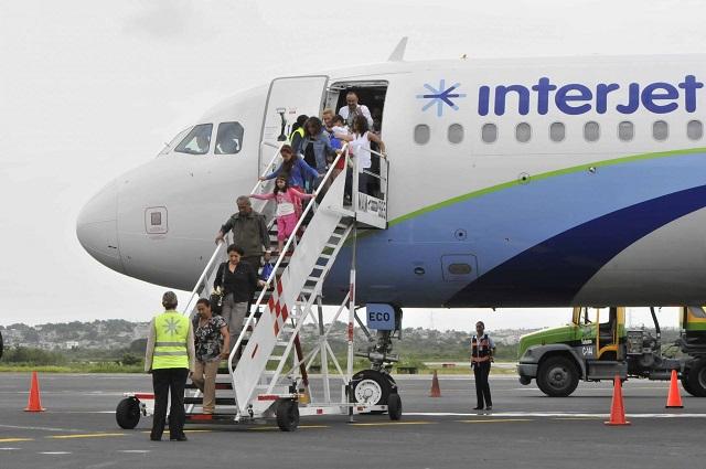 En demanda de salarios, van a huelga trabajadores de Interjet