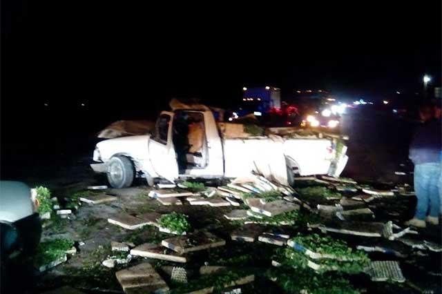 Conductor ebrio embiste camioneta y provoca muerte del chofer