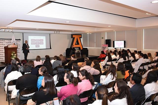 Conferencia y testimonio sobre cáncer de mama, en la Universidad Anáhuac