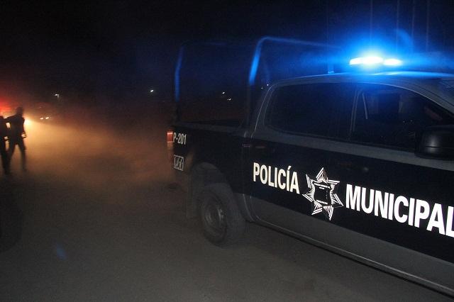 Turba supera en fuerzas a policías y los tunde a golpes, en Tehuacán