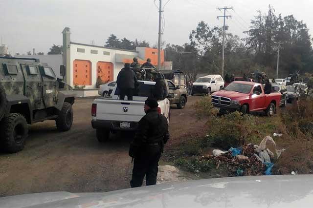 Encuentra Sedena camionetas blindadas y armas en Palmarito