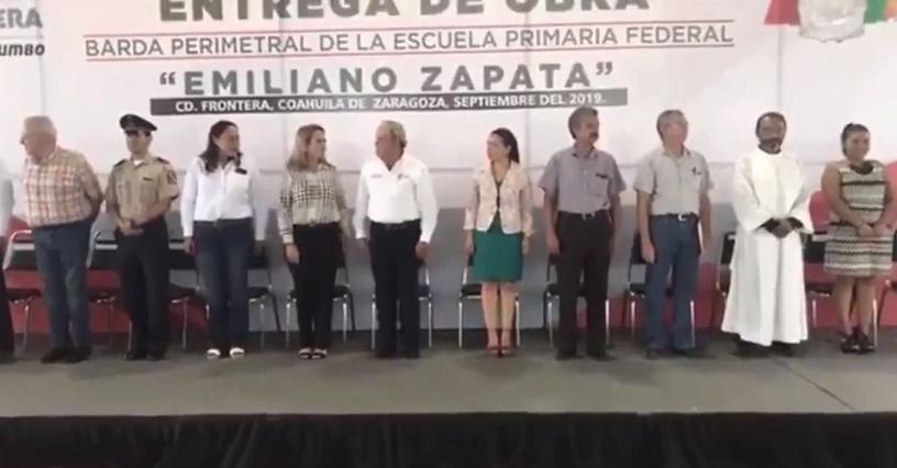 Profesor confunde Juramento a la Bandera con el Padre Nuestro