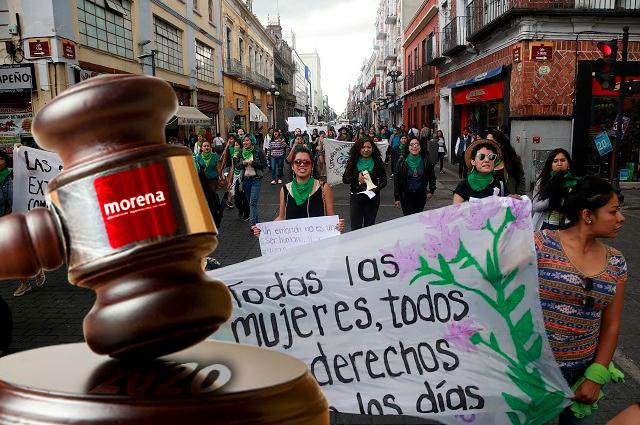 Morena congela despenalización del aborto en Puebla hasta 2020