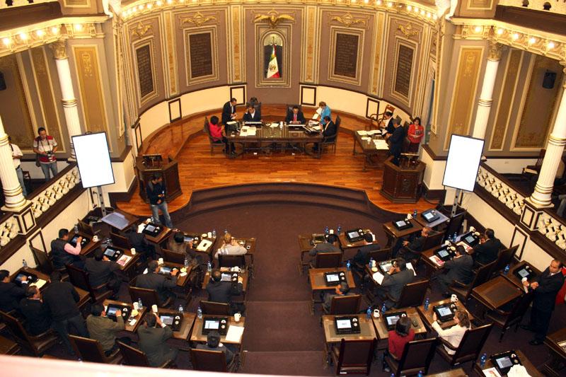 Va Morena contra funcionarios y reformas morenovallistas