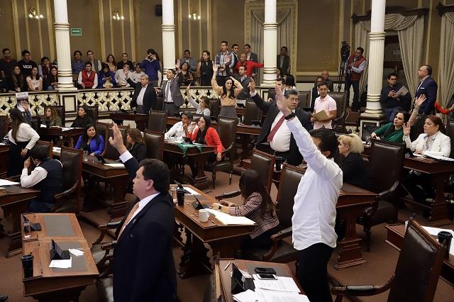 Oposición en el Congreso frena ley Barbosa contra taxis pirata