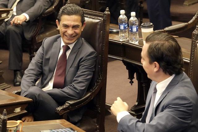Dan dirección de Bachilleres a Carlos Martínez, diputado PRD