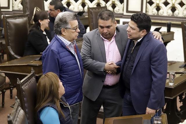 Diputados de Puebla justifican burlas y se niegan a disculparse