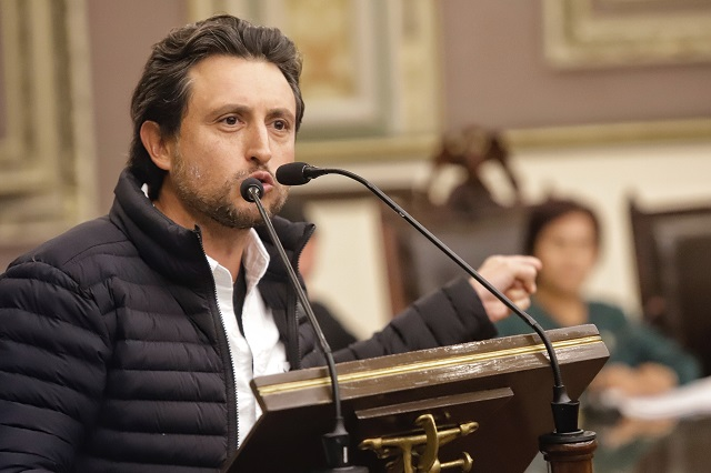 Vuelve José Juan Espinosa al Congreso tras dos meses de exilio