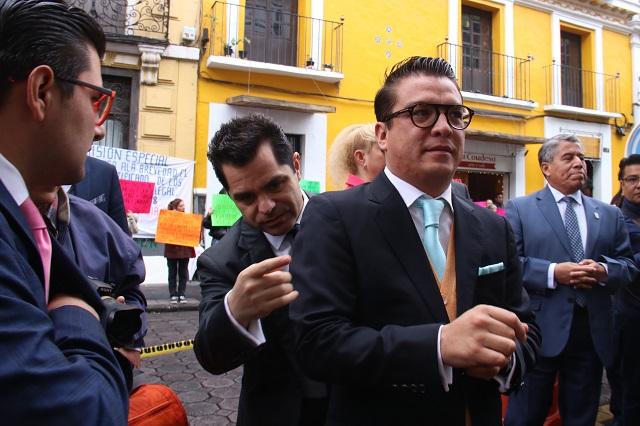 Vuelve Gerardo Islas al Congreso y declara su apoyo a Barbosa